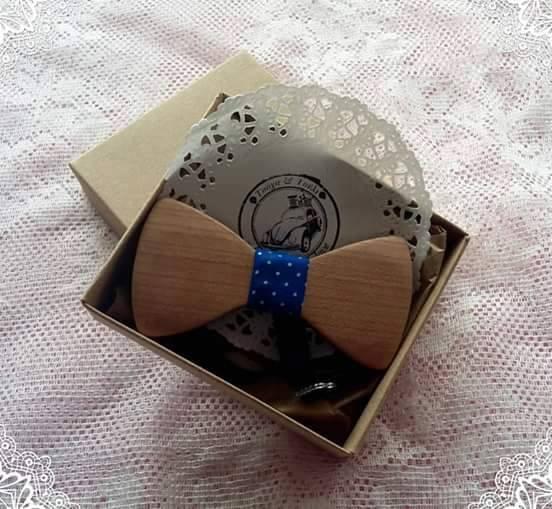Ξύλινο Παπιγιόν με Μπλε Κορδέλα για να κάνετε Έντύπωση b5b3340f832